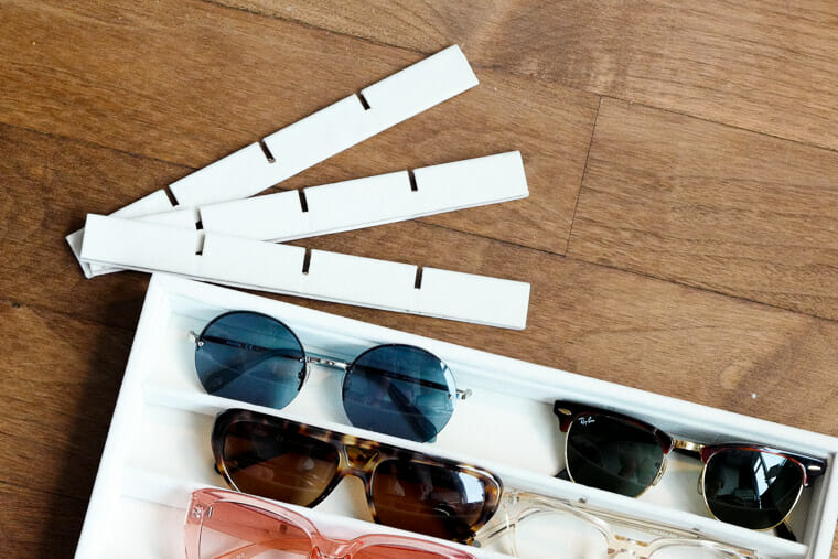 Remove sunglasses tray dividers for easy sunglasses storage.